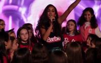 ¡Mira el video del estreno de Barbie en el campamento de princesas!